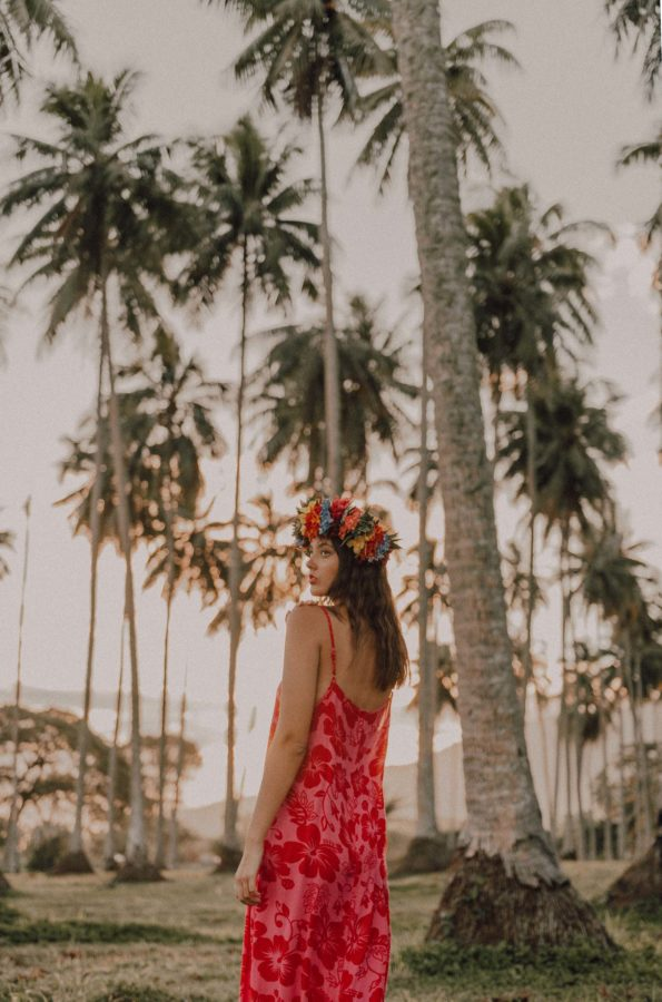 Portrait photoshoot under the palm trees in Tahiti