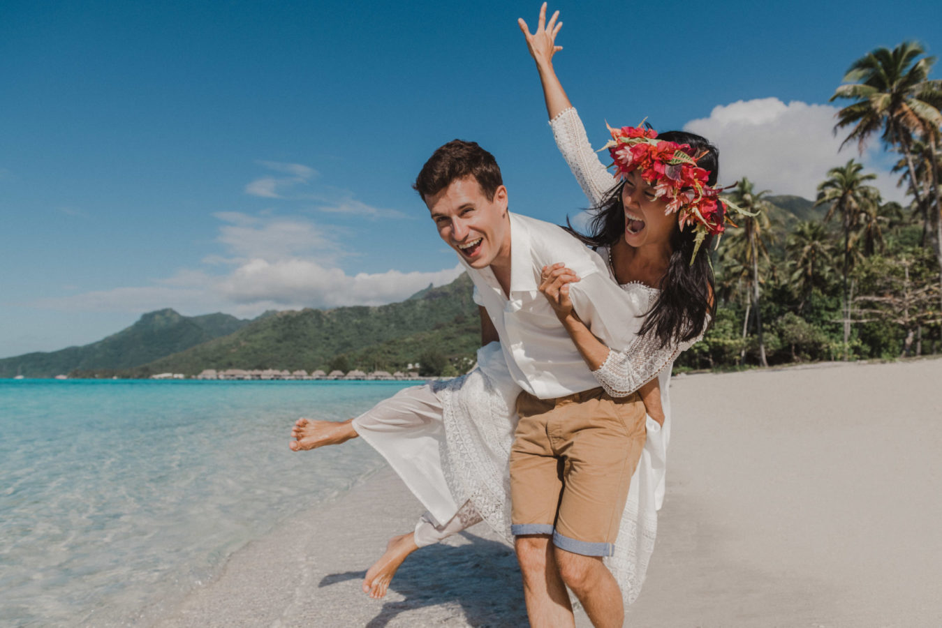 Trash the dress photoshoot in Moorea