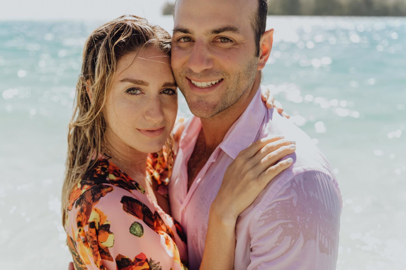 Fun couple photoshoot in Moorea