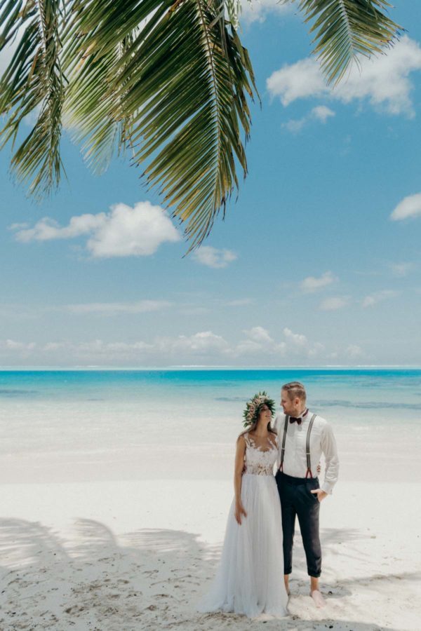 Couple photoshoot main island Bora Bora