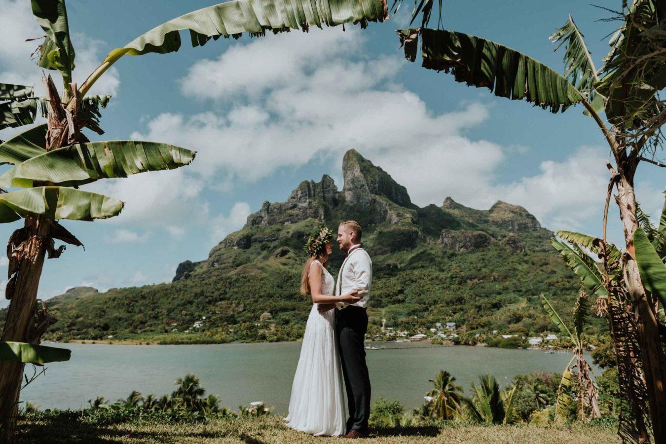Couple photoshoot main island Bora Bora
