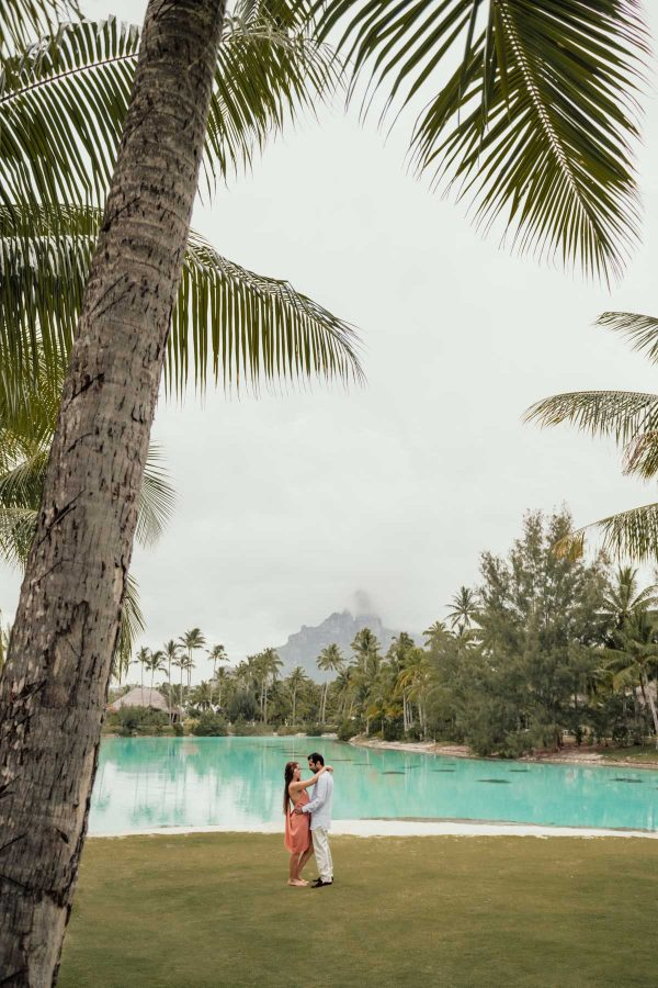 Couple photoshoot St Régis Bora Bora